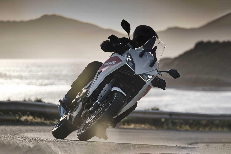 Action Moto Morini X-cape